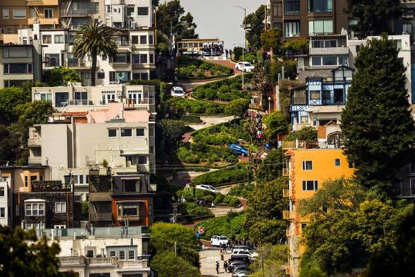 Lombard Street une route incroyablement sinueuse