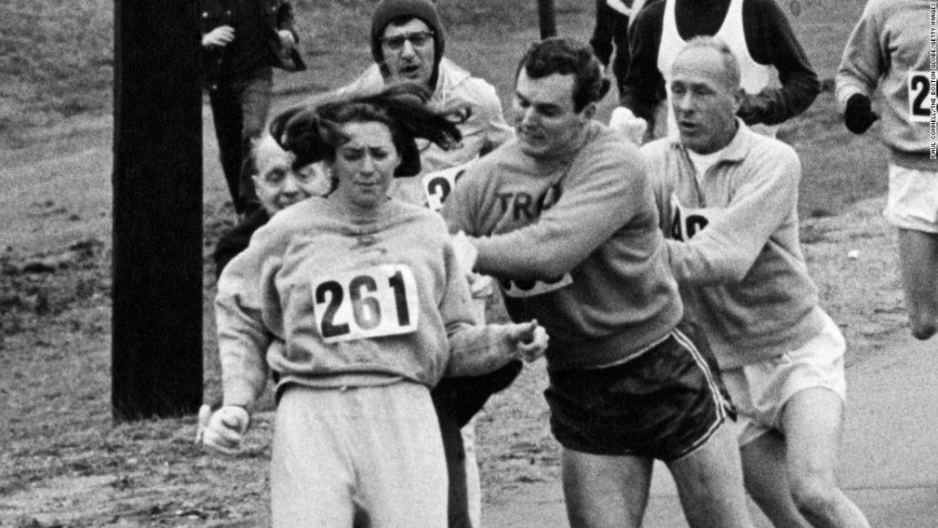 Kathrine Switzer, première femme à courir officiellement le marathon.