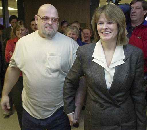 Kenny Waters emprisonné à tort pendant 18 ans.