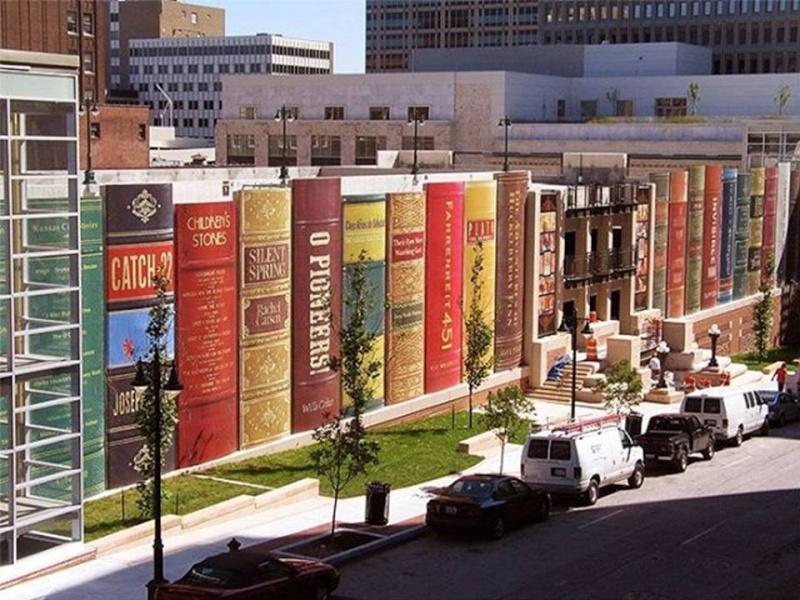 La bibliothèque aux livres géants du Kansas city.