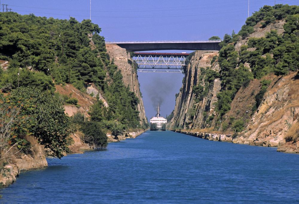 Le Canal de Corinthe.