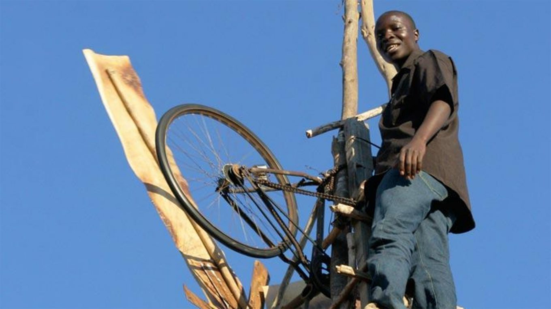 William Kamkwanba, une jeune homme du Malawi.