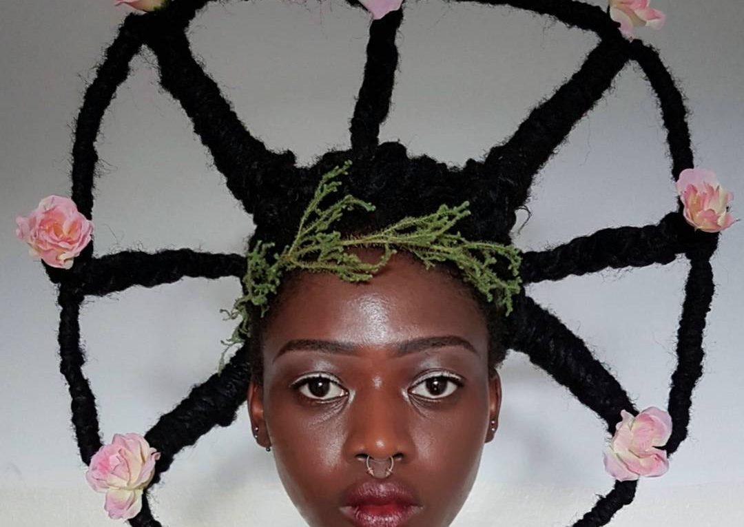 Une artiste Ivoirienne sculpte ses cheveux