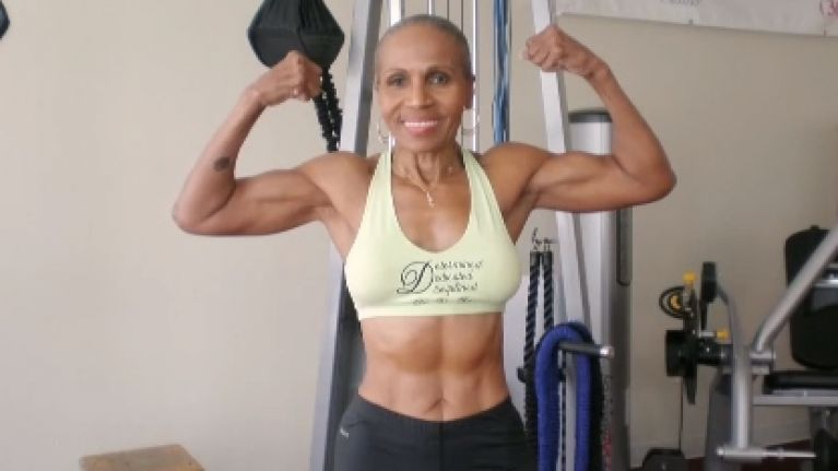 Ernestine Shepherd Une grand-mère bodybuildeuse.