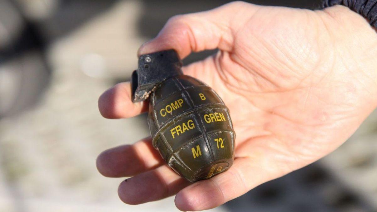 Une grenade trouvée dans le jardin.