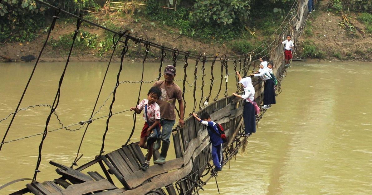Les chemins les plus incroyables pour aller à l'école dans le monde