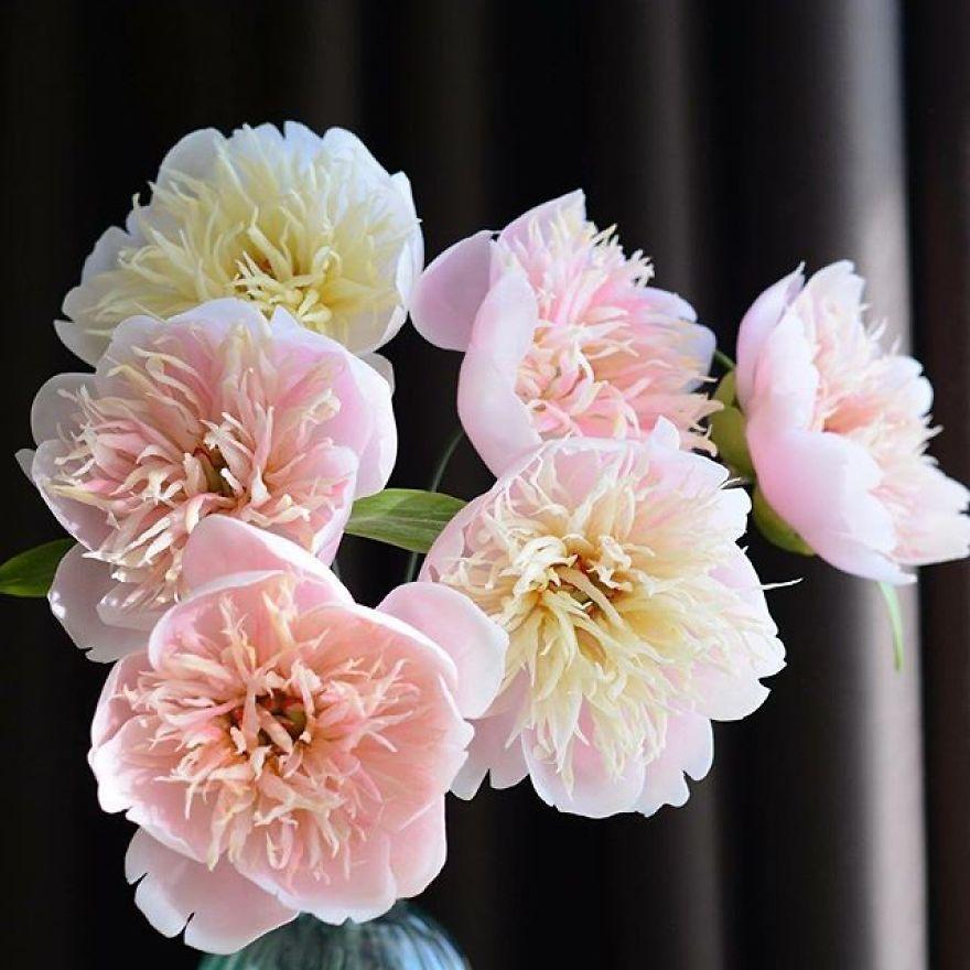 Des fleurs en porcelaine plus vraies que nature