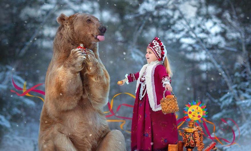Un ours mannequin, voici Stepan et ses aventures!