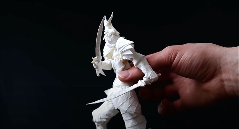 Un samouraï en origami et avec une seule feuille!